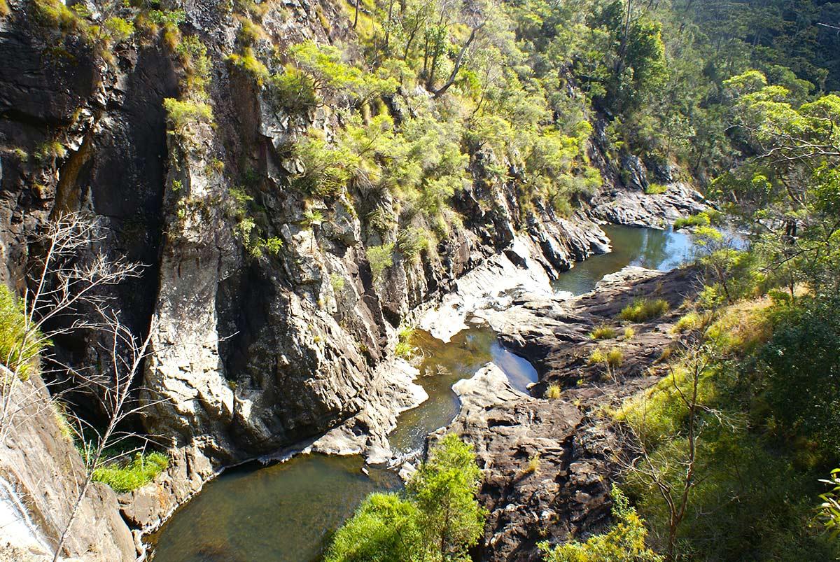 outdoor-tamborine-national-park-cedar-creek-section