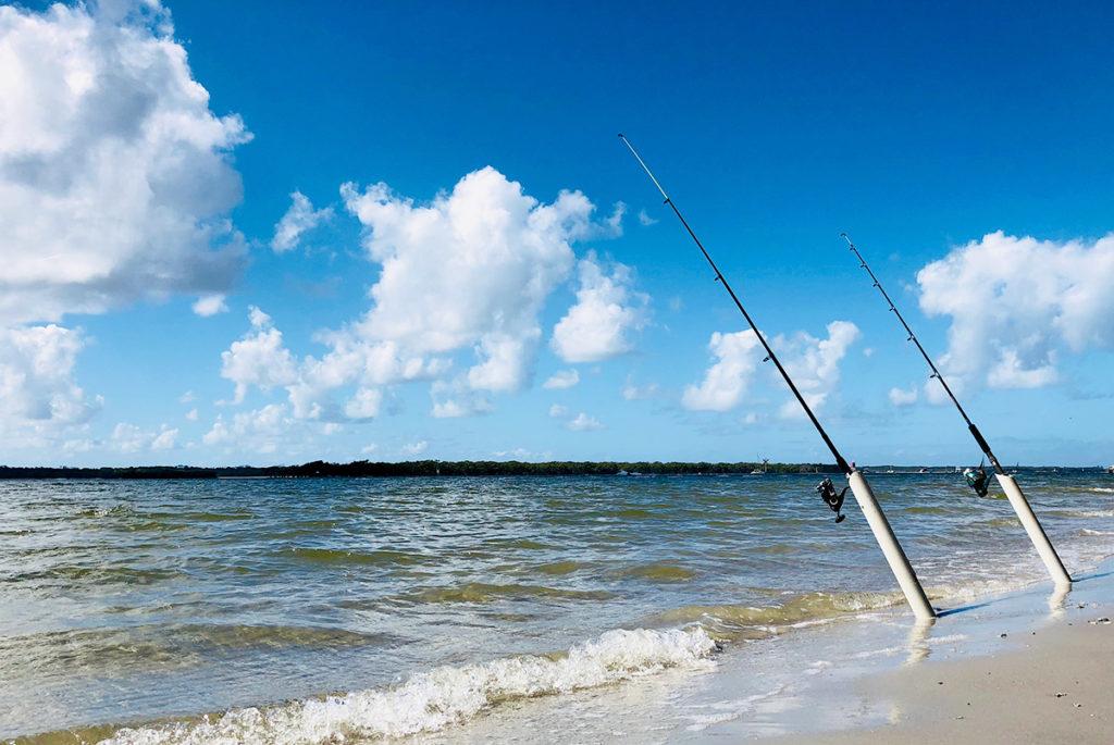 ビーチから釣竿